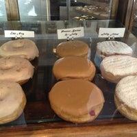 Das Foto wurde bei Dun-Well Doughnuts von Raymond M. am 7/23/2013 aufgenommen