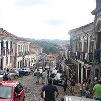 Das Foto wurde bei Centro Histórico de Ouro Preto von Carlos C. am 4/4/2015 aufgenommen