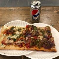 Foto tomada en Champion Pizza por Ozgur T. el 4/15/2018