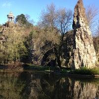 4/23/2013 tarihinde Rafael A.ziyaretçi tarafından Parc des Buttes-Chaumont'de çekilen fotoğraf