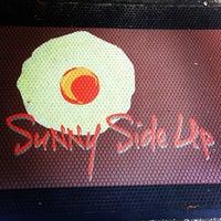 Das Foto wurde bei Sunny Side Up & Coffee Shoppe von Brad B. am 9/22/2013 aufgenommen