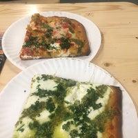 Foto tomada en Champion Pizza por Tania P. el 5/28/2017