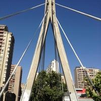 Foto tomada en Pasarela Huerfanos por Cristián F. el 12/9/2012