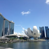 Foto tomada en Marina Bay Downtown Area (MBDA) por Irina R. el 7/24/2013