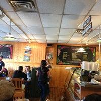 Photo prise au Winona's Restaurant par Vivian C. le3/9/2013