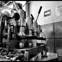 Foto tomada en Café de Carlo por Juan L. el 5/5/2013