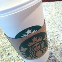 รูปภาพถ่ายที่ Starbucks โดย Nikki V. เมื่อ 10/26/2012