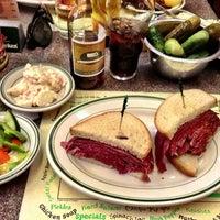 Foto tirada no(a) Ben's Kosher Delicatessen por Deans C. em 6/29/2013