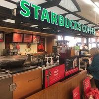 รูปภาพถ่ายที่ Starbucks โดย Chuck N. เมื่อ 11/13/2018