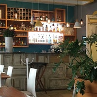 Foto diambil di Cinco Cocina Urbana oleh Ale D. pada 8/27/2017