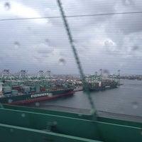 รูปภาพถ่ายที่ Vincent Thomas Bridge โดย Karhim R. เมื่อ 10/9/2013