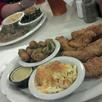 Das Foto wurde bei Mary Mac's Tea Room von Shannon M. am 11/11/2012 aufgenommen
