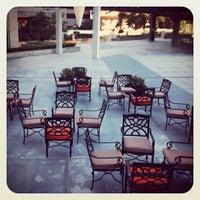 Foto tomada en The Terrace Hotel por Meg C. el 11/14/2012