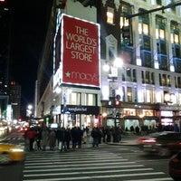 รูปภาพถ่ายที่ Macy's โดย Fedor B. เมื่อ 1/20/2013