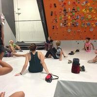 Foto tirada no(a) Sender One Climbing, Yoga and Fitness por Ale P. em 7/16/2013