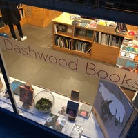 รูปภาพถ่ายที่ Dashwood Books โดย Mia D. เมื่อ 10/19/2018
