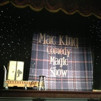 Foto diambil di The Mac King Comedy Magic Show oleh Liliana K. pada 8/2/2013