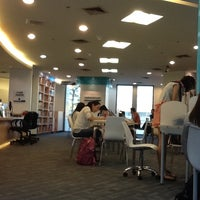 1/26/2013 tarihinde Maem-Pemika C.ziyaretçi tarafından Maruay Knowledge & Resource Center'de çekilen fotoğraf