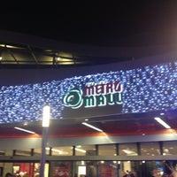 รูปภาพถ่ายที่ Athens Metro Mall โดย Vasileios M. เมื่อ 12/14/2012