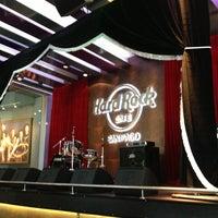 Foto tirada no(a) Hard Rock Cafe Santiago por Andrea V. em 1/22/2013