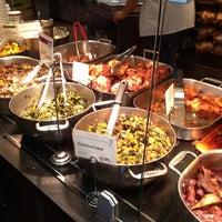 6/21/2013にLea G.がWhole Foods Marketで撮った写真