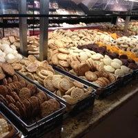 รูปภาพถ่ายที่ Coffee Bar @ Whole Foods Market โดย Joshua B. เมื่อ 11/25/2012