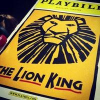 2/27/2013 tarihinde Kaila P.ziyaretçi tarafından Minskoff Theatre'de çekilen fotoğraf