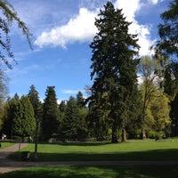 Das Foto wurde bei Laurelhurst Park von Smedette am 4/15/2013 aufgenommen