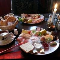 Das Foto wurde bei Restaurant Cafe Bleibtreu von Erkan K. am 12/15/2013 aufgenommen