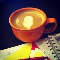 Foto tirada no(a) Roots Coffeehouse por Amanda M. em 7/24/2013