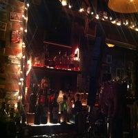 10/16/2012 tarihinde Kristi E.ziyaretçi tarafından Fourth Avenue Pub'de çekilen fotoğraf