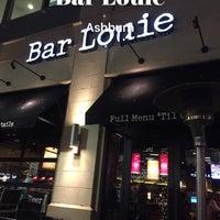 Foto tirada no(a) Bar Louie por Conrad & Jenn R. em 1/17/2018