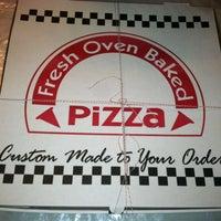 Das Foto wurde bei Sal & Carmine's Pizza von Luisa M. am 4/3/2013 aufgenommen