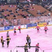 รูปภาพถ่ายที่ SNHU Arena โดย Rebecca C. เมื่อ 2/13/2013