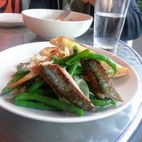 Foto tomada en Town Restaurant por nai n. el 6/26/2013