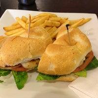 Das Foto wurde bei Cedar Park Cafe von Everton G. am 2/22/2013 aufgenommen