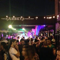 Foto tomada en The Abbey Food & Bar  por Stewy ®. 🕟-10 el 6/22/2013