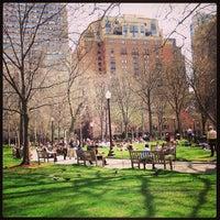 Das Foto wurde bei Rittenhouse Square von Keith T. am 4/10/2013 aufgenommen