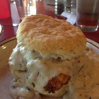 Das Foto wurde bei Denver Biscuit Company von Leslie C. am 6/15/2013 aufgenommen