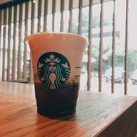 Photo prise au Starbucks par Victor R. le10/29/2018