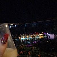 Foto scattata a Cratos Nargile Café da Feridee il 9/23/2018