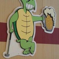Photo prise au Thirsty Turtle Lounge par Clinton R. le3/18/2014