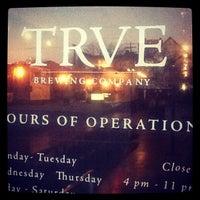 รูปภาพถ่ายที่ TRVE Brewing Co. โดย Colorado Card เมื่อ 1/6/2013
