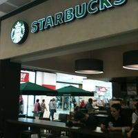 Das Foto wurde bei Starbucks von Giselle B. am 4/4/2013 aufgenommen