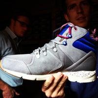 Photo prise au Sneaker par Will B. le10/12/2012