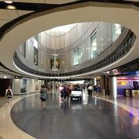 รูปภาพถ่ายที่ George Bush Intercontinental Airport (IAH) โดย Christel A. เมื่อ 7/24/2013