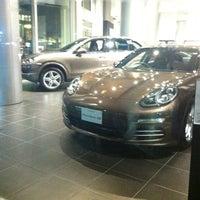 9/25/2013 tarihinde lazyayoziyaretçi tarafından Porsche Center Ginza / ポルシェセンター銀座'de çekilen fotoğraf