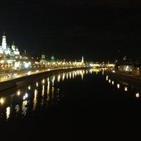 Photo prise au Bolshoy Kamenny Bridge par Лера З. le4/8/2013