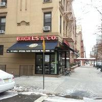 1/26/2014 tarihinde Neal H.ziyaretçi tarafından Bagels and Co'de çekilen fotoğraf