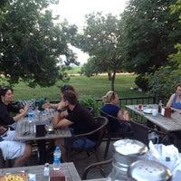 6/24/2014 tarihinde Ferit E.ziyaretçi tarafından Vakıf Tenis Cafe'de çekilen fotoğraf